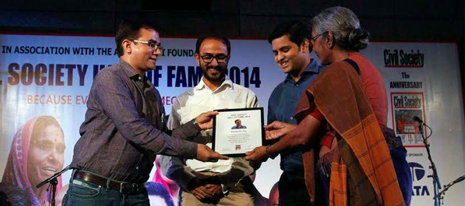<p>The DFY Team being felicitated by Mrs Aruna Roy in Civil Society Hall of Fame,2014</p>